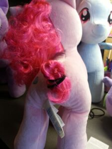Adding the curl back to Pinkie's tail.
