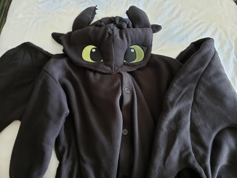 The top half of my new Toothless kigurumi.